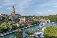 Switzerland, Bern, cityscape with minster and River Aare seen from Kirchenfeldbruecke - KEBF00620