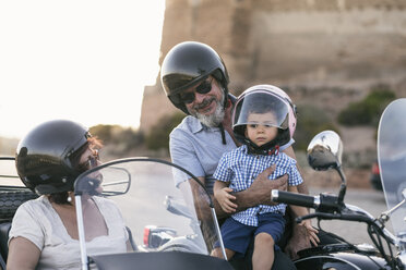 Spain, Jaen, grandfather, grandmother and grandson on motorcycle with a sidecar - JASF01827