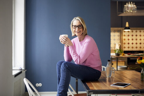 Portait of confident mature woman at home - RBF05872