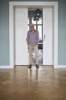 Portrait of confident mature man at home - RBF05932