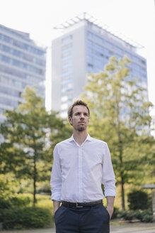 Portrait of confident businessman in the city - KNSF02529