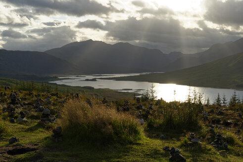 UK, Scotland, Northwest Highlands, Suunste at Loch Loyne - LBF01637