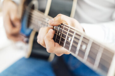 Man with acoustic guitar, close up - JOSF01538