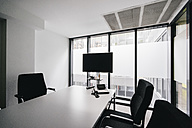 Empty conference room with flat screen - KNSF02758