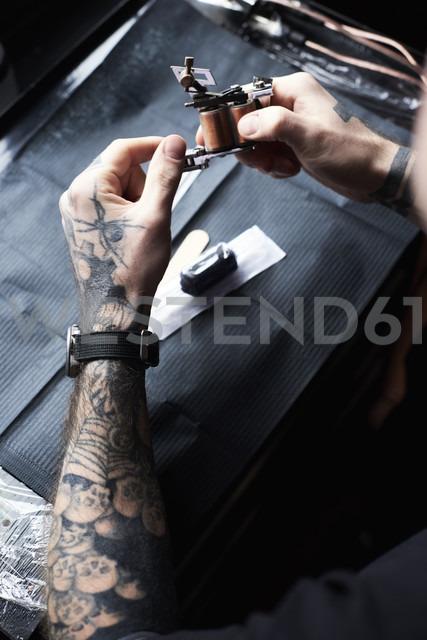 Tattoo artist at work in studio - IGGF00167