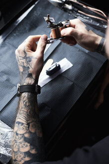 Tattoo artist at work in studio - IGGF00167