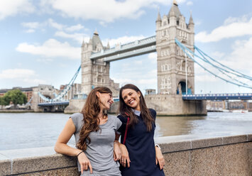 UK, London, two smiling women near the Tower Bridge - MGOF03618