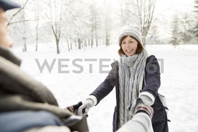 Happy senior couple in winter landscape - HAPF02137