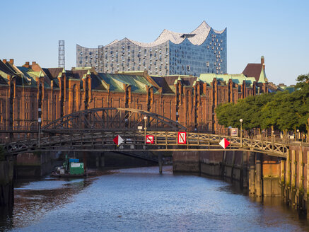 Germany, Hamburg, Old warehouse district at Zollkanal with Elbe philharmonic hall in background - RJF00719