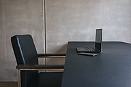 Laptop and cell phone on table - JOSF01666