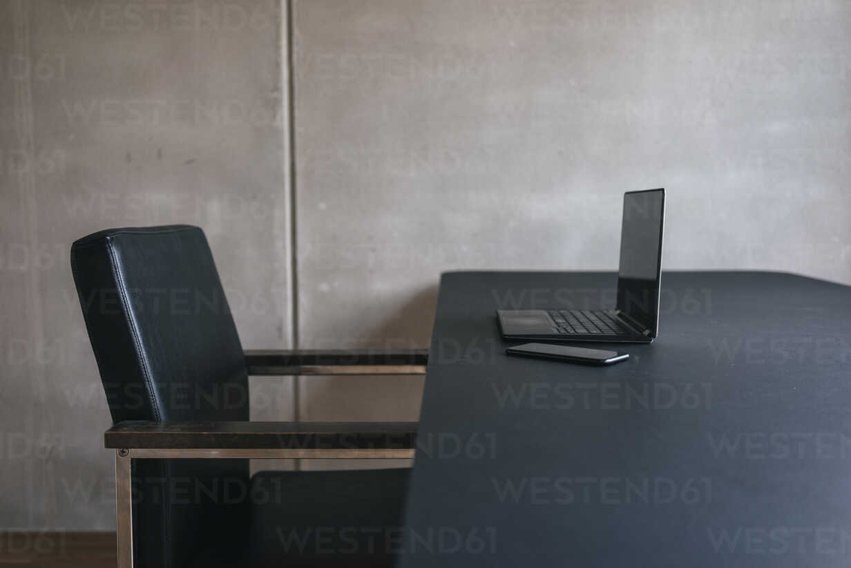 Laptop and cell phone on table - JOSF01666 - Joseffson/Westend61