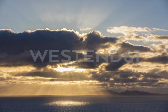 UK, Scotland, Inner Hebrides, Isle of Skye, cloudscape at sunset - FOF09335 - Fotofeeling/Westend61