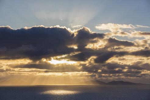 UK, Scotland, Inner Hebrides, Isle of Skye, cloudscape at sunset - FOF09335