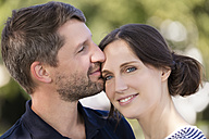 Portrait of happy couple outdoors - MIDF00859