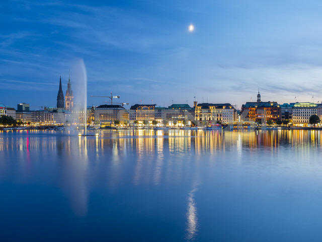 Germany, Hamburg, Inner Alster with Alster fountain in the evening - RJF00727