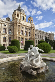 Austria, Vienna, view to Museum of Natural History with Triton Fountain in the foreground - ABOF00247