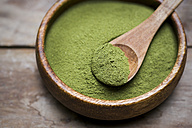 Wooden bowl of organic Moringa powder - CZF00309
