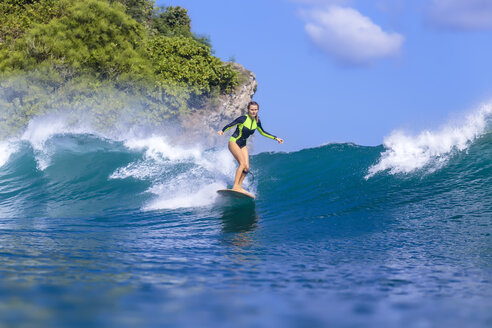 Indonesia, Bali, woman surfing - KNTF00895
