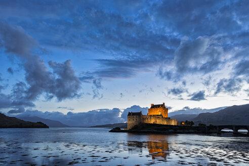 UK, Scotland, Dornie, Loch Duich, Eilean Donan Castle at sunset - FOF09357