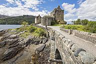 UK, Scotland, Dornie, Loch Duich, Eilean Donan Castle - FOF09363