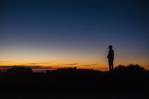 Spain, Tenerife, man on El Teide vulcano at twilight - SIPF01753