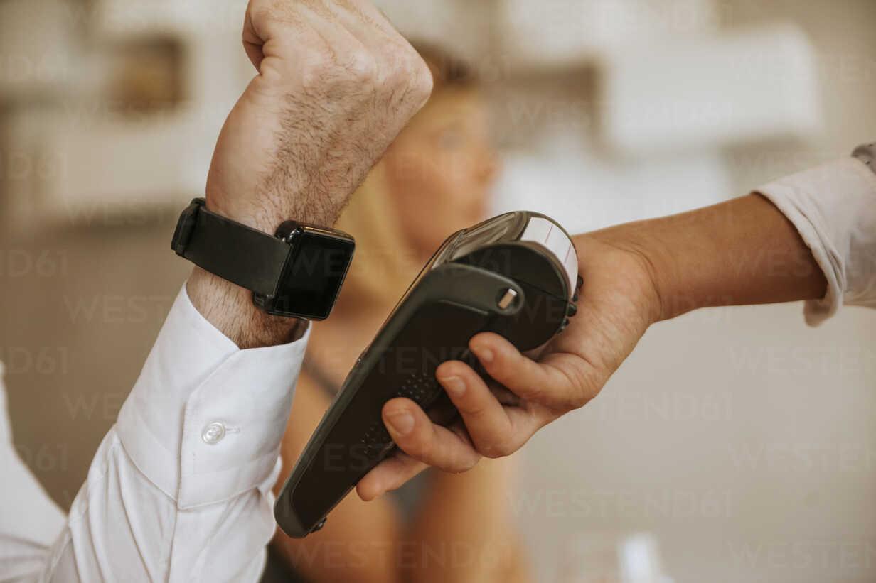 Contactless payment with smartwatch in cafe - ZEDF00883 - Zeljko Dangubic/Westend61