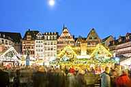 Germany, Frankfurt, Christmas market at Roemerberg with view to Ostzeile at moonlight - PU00713