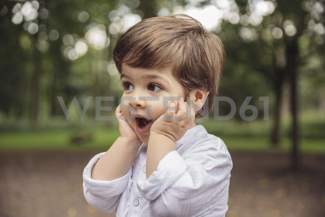 Toddler making surprised face in park - MFF03969
