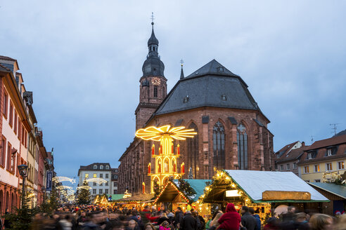 Germany, Heidelberg, Christmas market at Church of the Holy Spirit - PUF00714
