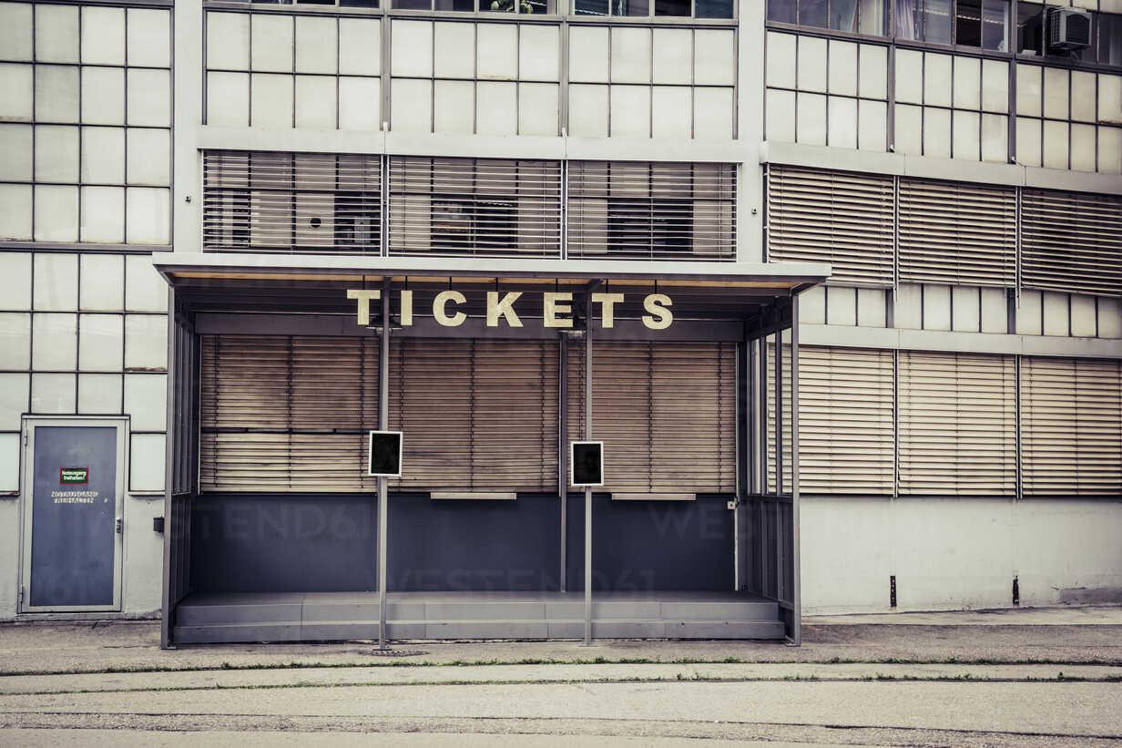 Switzerland, Zurich, closed ticket counter - NGF00422 - Nadine Ginzel/Westend61