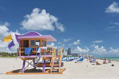 USA, Florida, Miami, Miami Beach, South Beach, lifeguard hut and beach life on Miami South Beach - SH01960