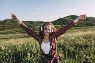 Teenage girl listening music with headphones in nature - VPIF00115