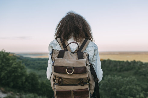 Back view of teenage girl with backpack in nature - VPIF00139