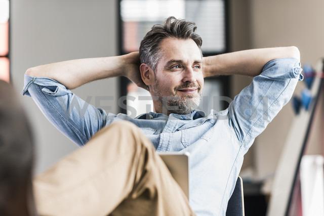Businessman in office leaning back - UUF11717 - Uwe Umstätter/Westend61