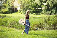 Young woan in nature with guitar - MAEF12428