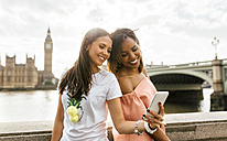 UK, London, two beautiful women taking a selfie near Westminster Bridge - MGOF03633