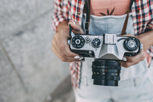 Close-up of woman with a camera - VPIF00163