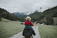 Austria, Vorarlberg, Mellau, mother carrying toddler on shoulders on a trip in the mountains - DWF00315