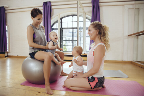 Mothers and babies in exercise room - MFF04020
