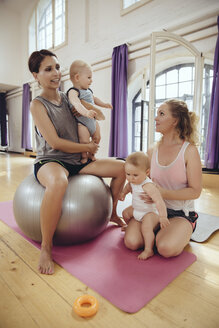 Mothers and babies in exercise room - MFF04023
