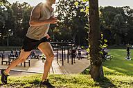 Man jogging in park - UUF11761