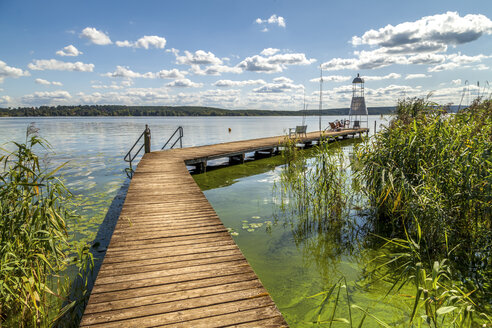 Germany, Brandenburg, Schwielowsee with boardwalk and viewing tower - PUF00728