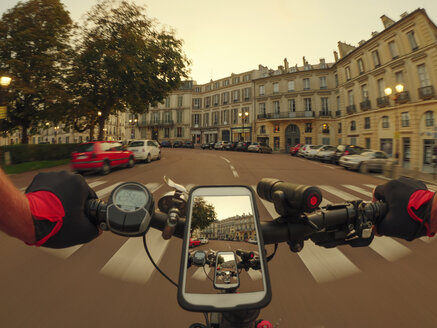 France, Versailles, Place Hoche, personal perspective of man riding e-bike at twilight - LAF01903