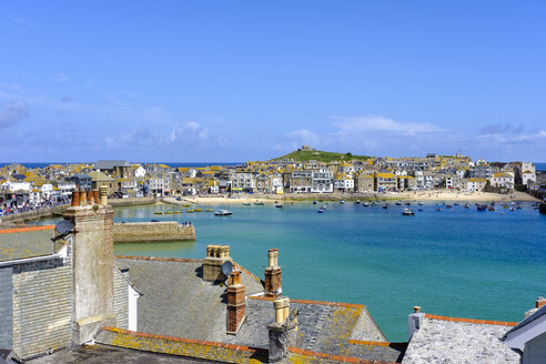 UK, England, Cornwall, St Ives, townscape with harbor - SIEF07552