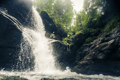Germany, Bavaria, Allgaeu, young couple canyoning in Ostertal - PNPF00077