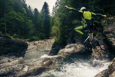 Germany, Bavaria, Allgaeu, young man canyoning in Ostertal - PNPF00086