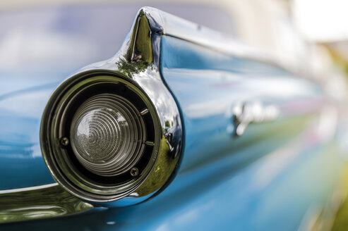 Tailfin of a vintage car - FRF00562