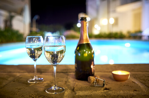 Two glasses of prosecco a the poolside by night - DIKF00284