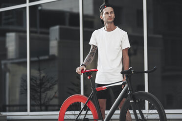 Young man with fixie bike in the city - VPIF00179