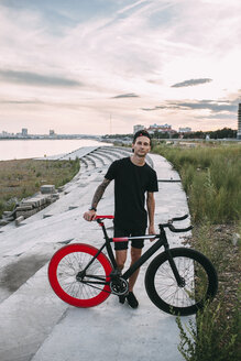 Portrait of young man with fixie bike at sunset - VPIF00203